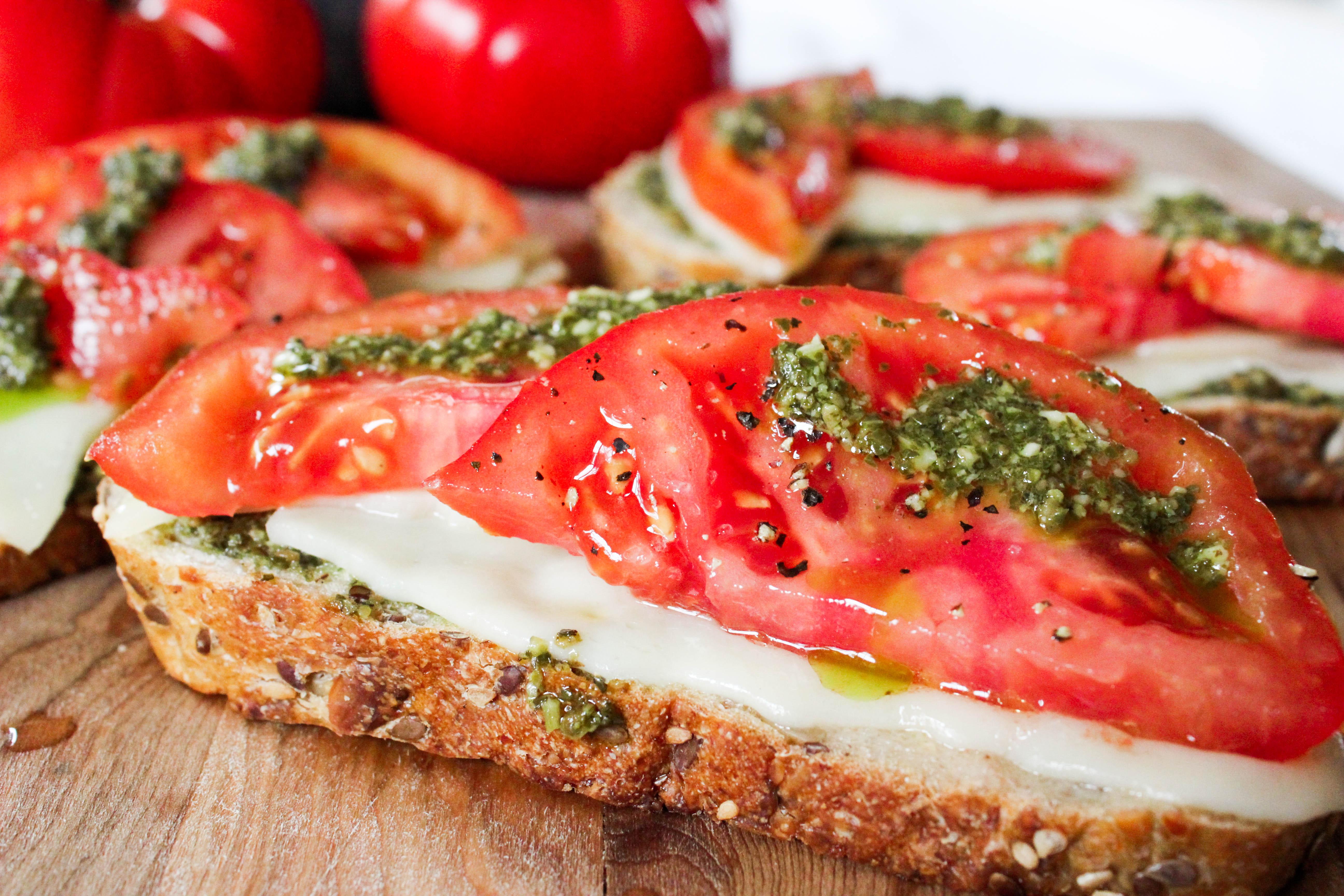 Quick Tomato Pesto Toasts