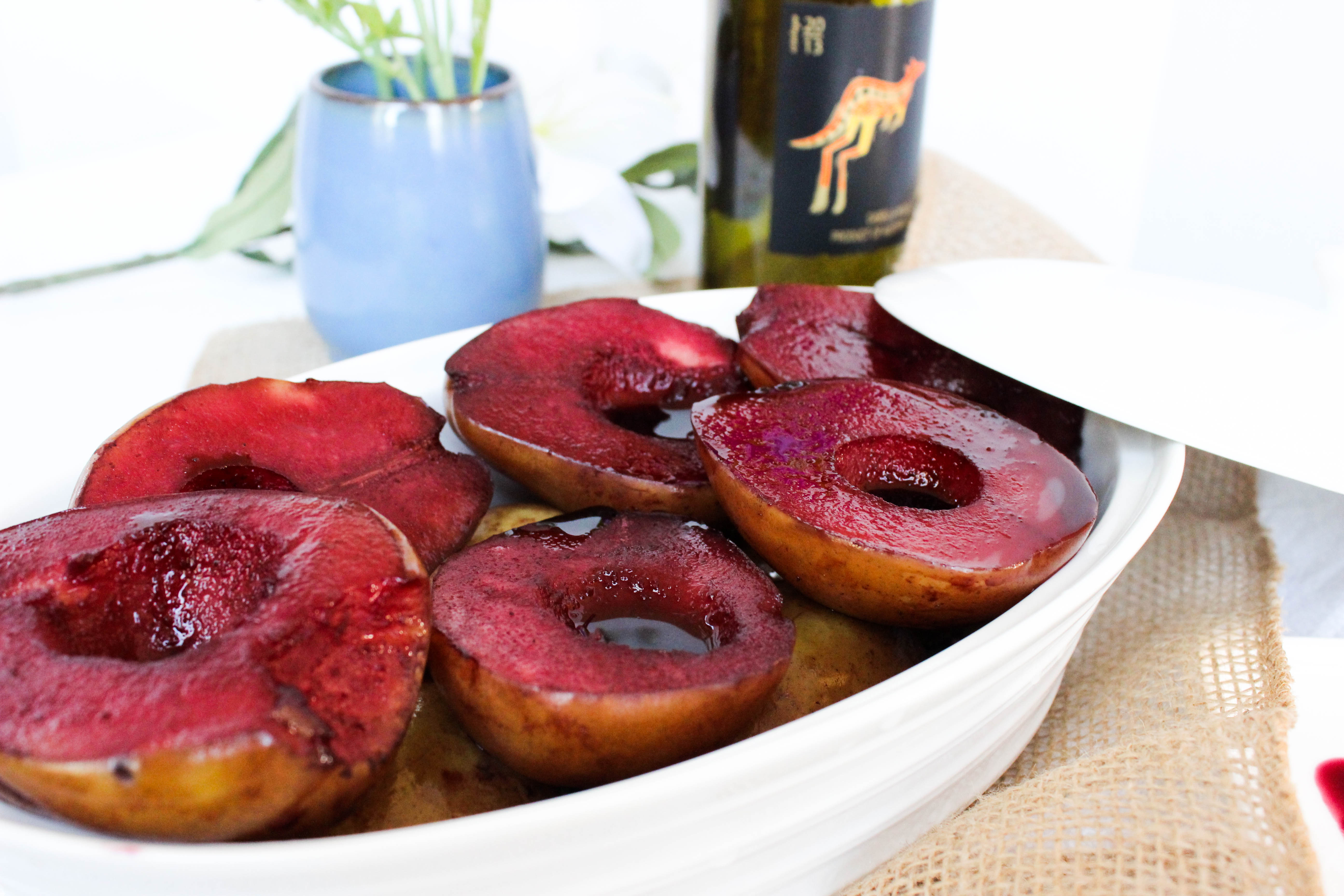 {Easy} Wine Poached Pears