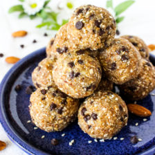 No Bake Sesame Banana Power Balls